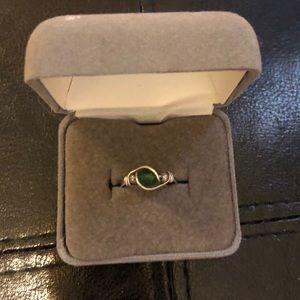 Green stone silver ring Sz 5 1/2